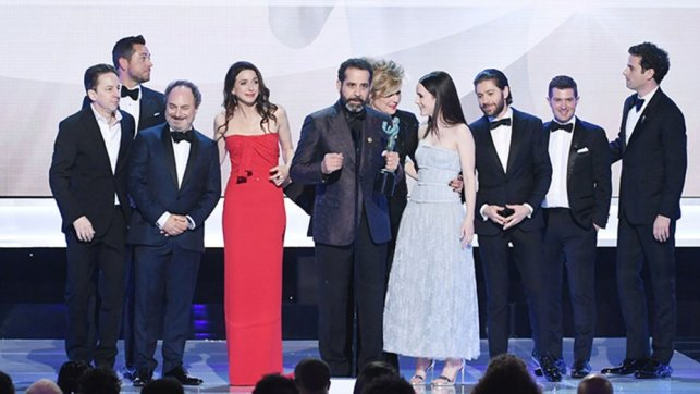 mrs._maisel_cast_accepting_sag_award_2019-getty-h_2019
